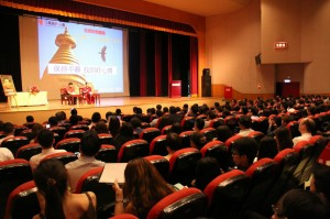 Rinpoche speaks to over 700 Mercury Life Insurance agents