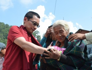 Rinpoche distributing food to the village of Barpak